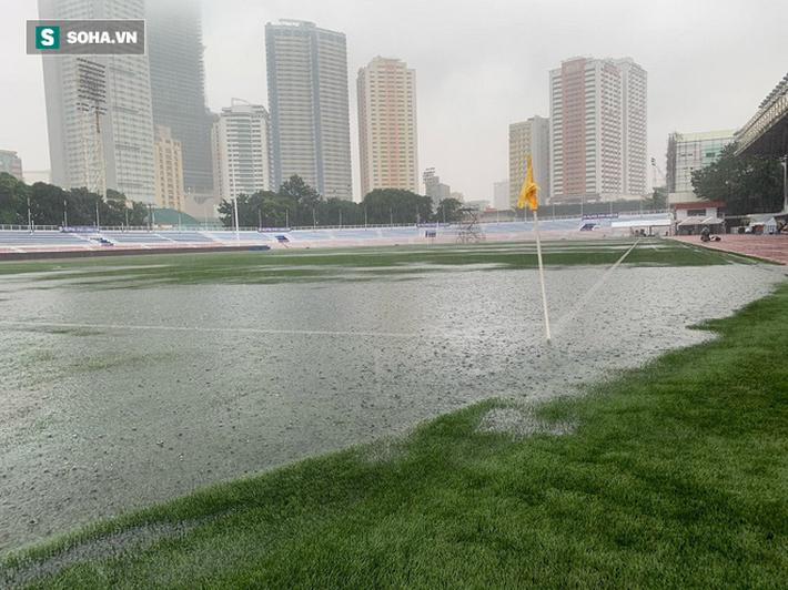 Sân bóng SEA Games ngập sũng nước trước giờ G, tiềm ẩn nguy cơ lớn cho U22 Việt Nam - Ảnh 2.