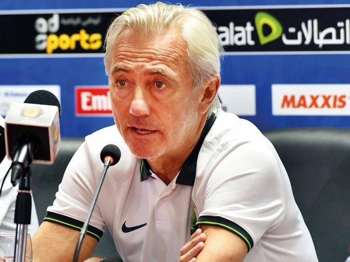 3 tuần sau khi bại dưới tay thầy Park, HLV á quân World Cup chính thức bị sa thải - Ảnh 1.