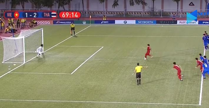Hai lần mắc lỗi, Đức Chinh may mắn không ném đi bàn thắng thứ 2 của U22 Việt Nam - Ảnh 1.