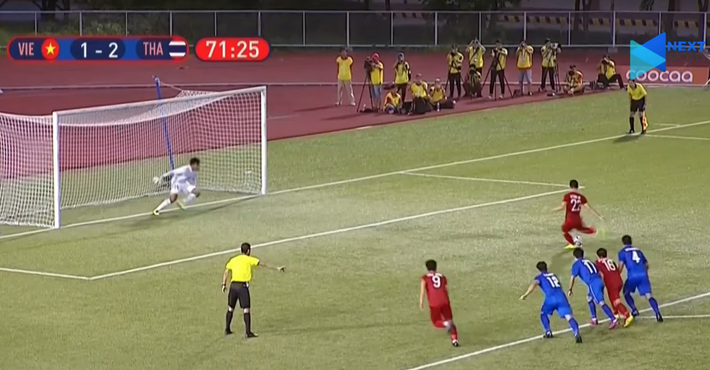 Hai lần mắc lỗi, Đức Chinh may mắn không ném đi bàn thắng thứ 2 của U22 Việt Nam - Ảnh 2.