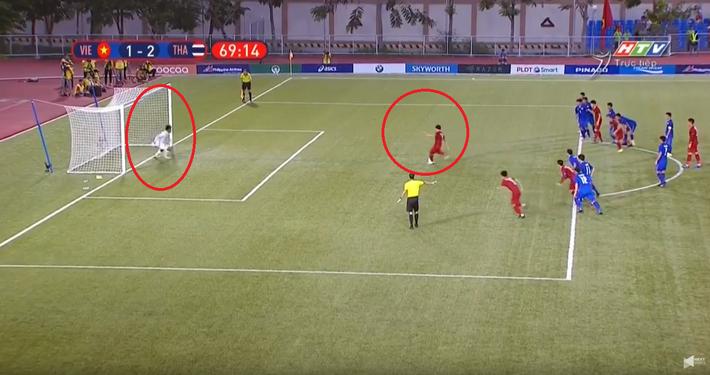 Dùng tiểu xảo để cản penalty của U22 Việt Nam, thủ môn Thái Lan bị trọng tài bắt thóp - Ảnh 1.