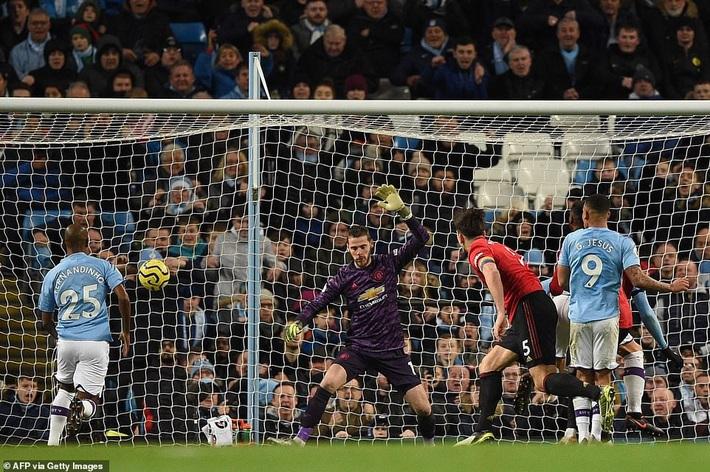 Chiến thắng hào hùng ngay tại Etihad, Man United phá tan mộng vô địch của Man City - Ảnh 2.