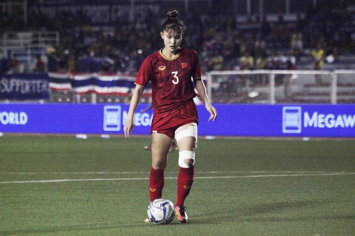 Nữ cầu thủ VN nén vết đau cháy thịt đoạt HCV: Cờ Tổ quốc trên tim không cho em chùn bước - Ảnh 2.