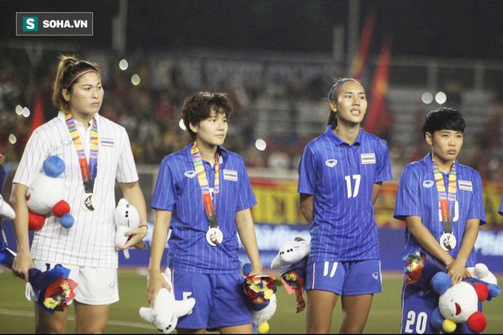 Em gái Teerasil Dangda khóc nức nở, cay đắng khi tự tay dâng bàn thắng vàng cho Việt Nam - Ảnh 9.
