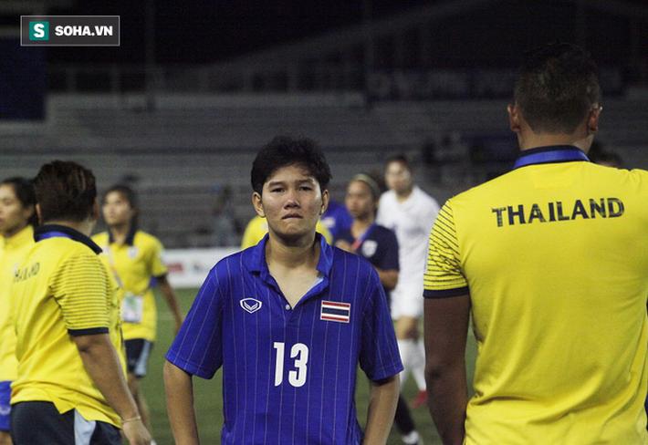 Trợ lý xinh đẹp Thái Lan khóc hết nước mắt, chết lặng khi nhìn Việt Nam nhận HCV SEA Games - Ảnh 2.