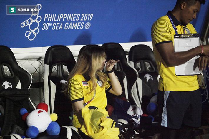 Trợ lý xinh đẹp Thái Lan khóc hết nước mắt, chết lặng khi nhìn Việt Nam nhận HCV SEA Games - Ảnh 8.