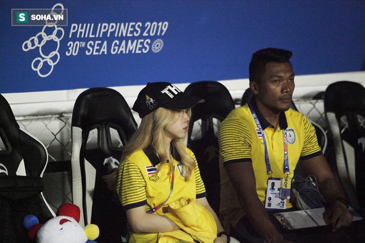 Trợ lý xinh đẹp Thái Lan khóc hết nước mắt, chết lặng khi nhìn Việt Nam nhận HCV SEA Games - Ảnh 11.