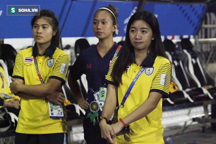 Trợ lý xinh đẹp Thái Lan khóc hết nước mắt, chết lặng khi nhìn Việt Nam nhận HCV SEA Games - Ảnh 7.