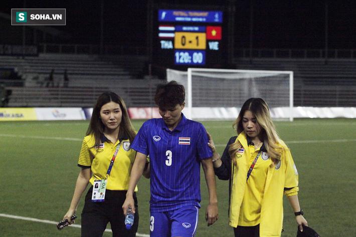 Trợ lý xinh đẹp Thái Lan khóc hết nước mắt, chết lặng khi nhìn Việt Nam nhận HCV SEA Games - Ảnh 3.
