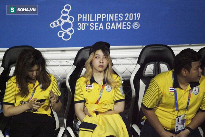 Trợ lý xinh đẹp Thái Lan khóc hết nước mắt, chết lặng khi nhìn Việt Nam nhận HCV SEA Games - Ảnh 5.