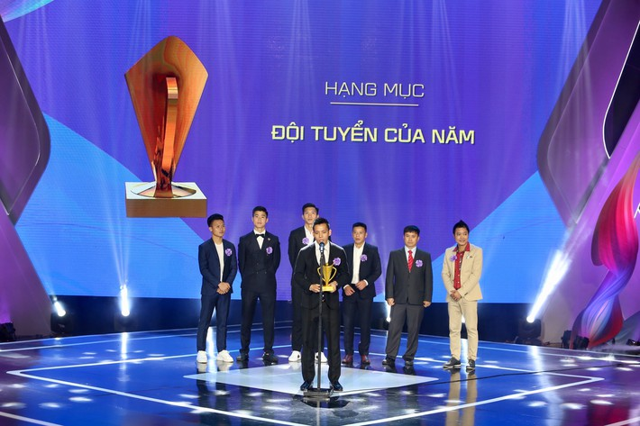 Sau QBV Việt Nam 2018, Quang Hải lại ẵm thêm danh hiệu cao quý - Ảnh 2.