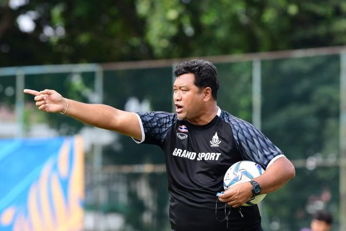 Trợ lý tuyển quốc gia lên làm HLV trưởng U22 không phải chuyện lạ, Thái Lan từng làm điều này và liên tiếp thành công ở SEA Games - Ảnh 3.