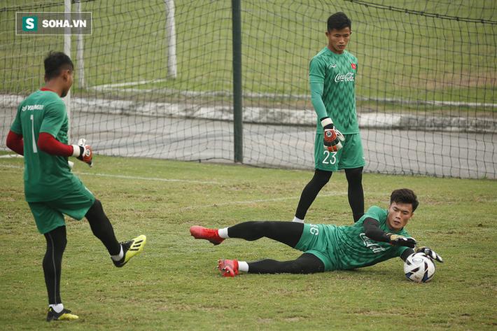 HLV Park Hang-seo đăm chiêu trước chấn thương dai dẳng của Vua phá lưới nội V.League 2018 - Ảnh 9.