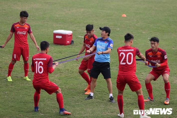 Đừng để tinh thần Việt Nam là câu chuyện riêng của HLV Park Hang Seo - Ảnh 2.