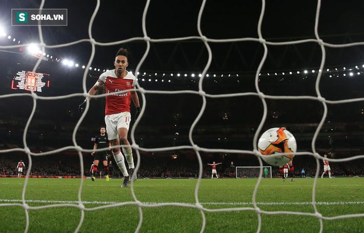Hóa siêu anh hùng, chân sút siêu duyên đưa Arsenal ngược dòng kì vĩ chẳng kém Man United - Ảnh 2.