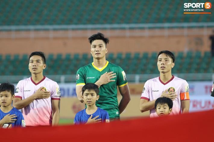 Lâu lắm rồi mới được thấy Văn Hoàng U23 phong độ và rạng ngời trên sân cỏ như thế - Ảnh 1.