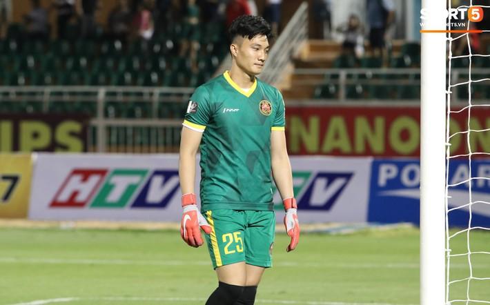 Lâu lắm rồi mới được thấy Văn Hoàng U23 phong độ và rạng ngời trên sân cỏ như thế - Ảnh 2.