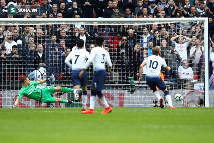 Trọng tài tặng Tottenham bàn thắng, Man United cười thầm trước Arsenal - Ảnh 3.