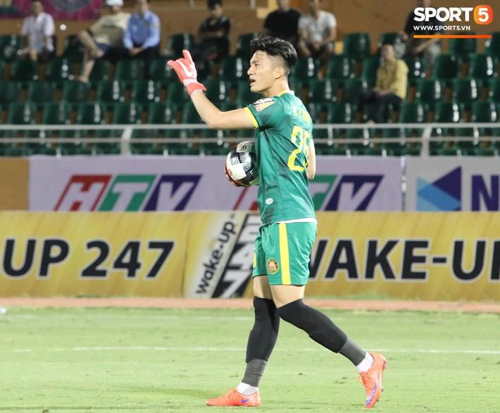 Lâu lắm rồi mới được thấy Văn Hoàng U23 phong độ và rạng ngời trên sân cỏ như thế - Ảnh 3.