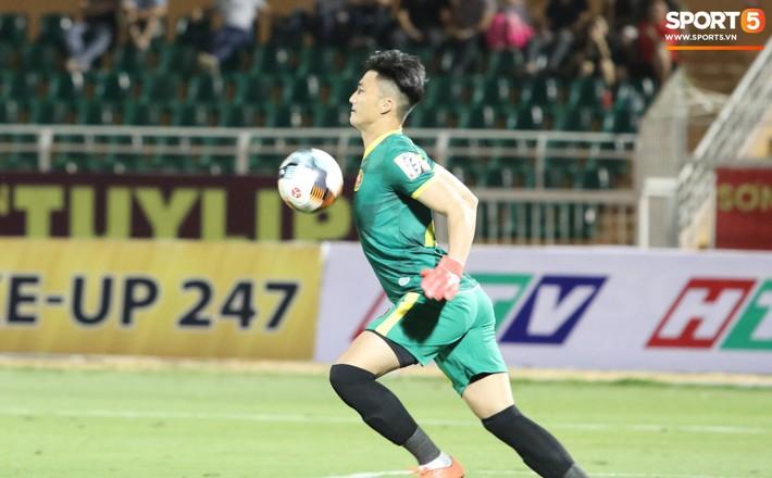 Lâu lắm rồi mới được thấy Văn Hoàng U23 phong độ và rạng ngời trên sân cỏ như thế - Ảnh 4.