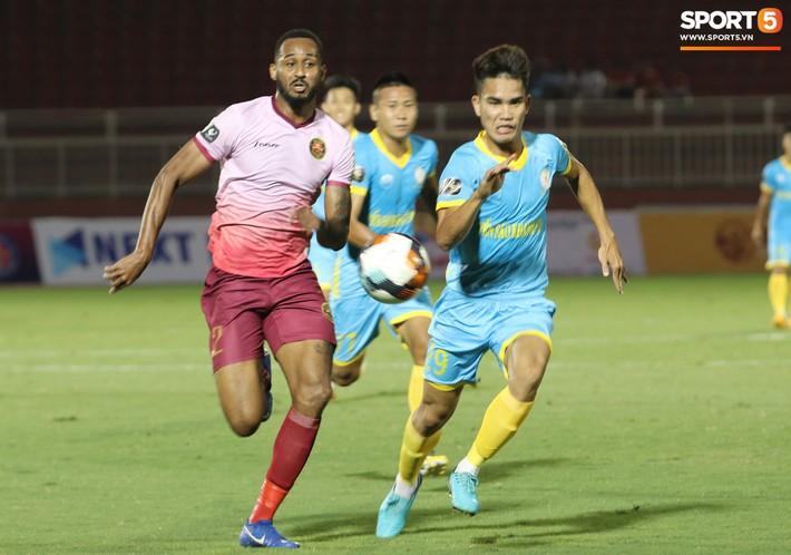 Lâu lắm rồi mới được thấy Văn Hoàng U23 phong độ và rạng ngời trên sân cỏ như thế - Ảnh 6.