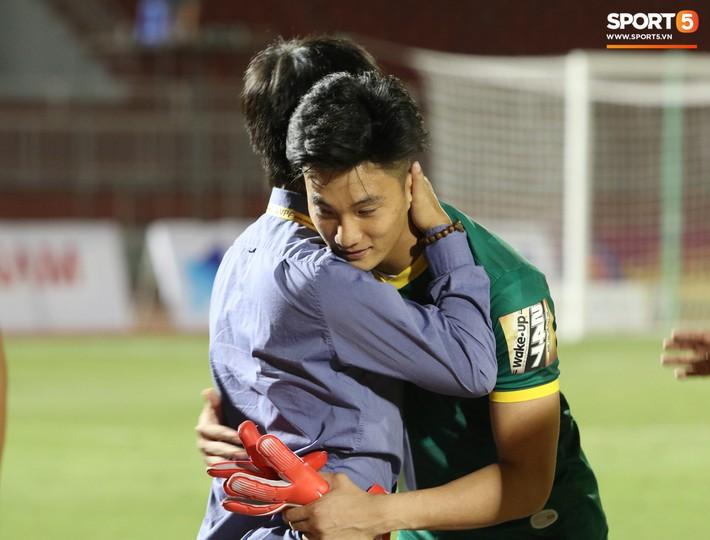Lâu lắm rồi mới được thấy Văn Hoàng U23 phong độ và rạng ngời trên sân cỏ như thế - Ảnh 7.