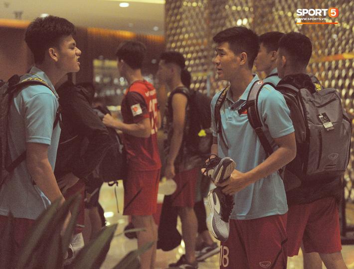 Đồng đội nhất trí phạt Đình Trọng 200.000 đồng khi về tới khách sạn - Ảnh 7.