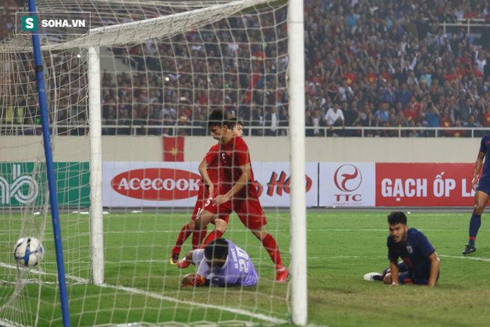 Dìm Thái Lan trong nỗi ám ảnh, Việt Nam thắng kỷ lục để oai hùng vào VCK châu Á - Ảnh 2.