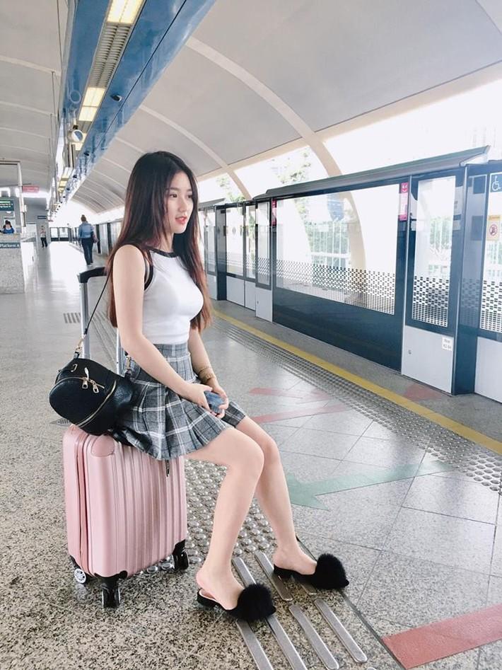 Lộ diện người đẹp trên khán đài khiến fan Việt Nam ngẩn ngơ - Ảnh 3.