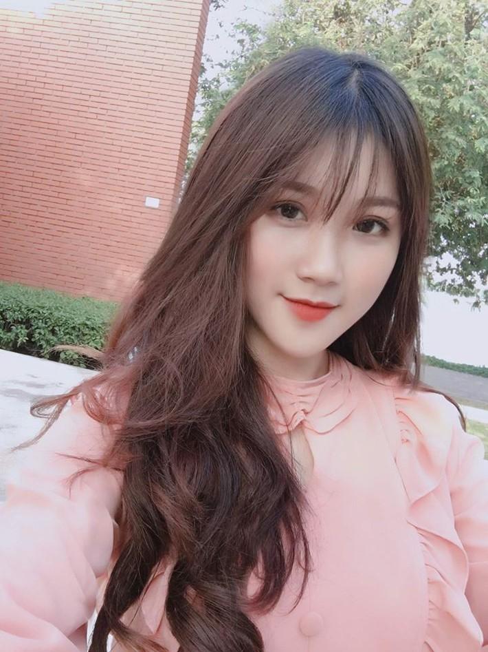 Lộ diện người đẹp trên khán đài khiến fan Việt Nam ngẩn ngơ - Ảnh 7.