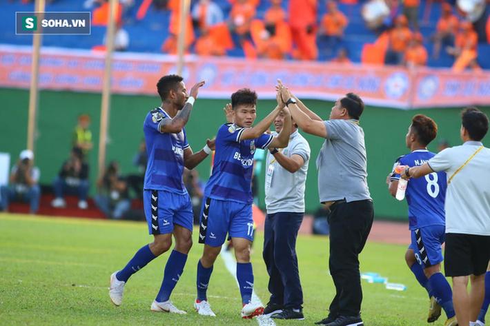 HLV Đà Nẵng thừa nhận Hà Đức Chinh khó cạnh tranh suất đá chính ở U23 Việt Nam - Ảnh 1.
