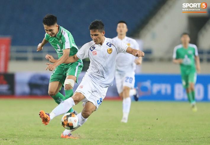 HLV trưởng nói gì về cơ hội đá chính của Tấn Sinh tại CLB Quảng Nam sau vòng loại U23 châu Á 2020? - Ảnh 2.