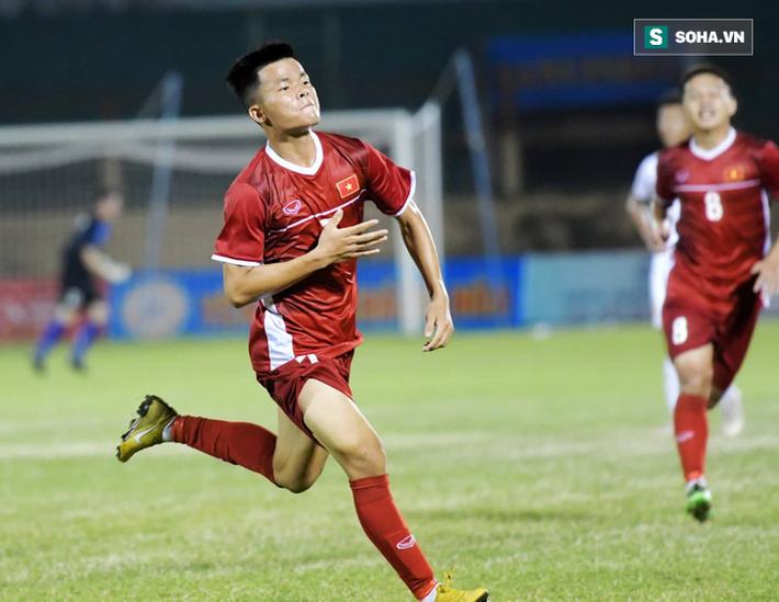 Cãi lời mẹ, Cơn lốc đường biên của U19 Việt Nam muốn được như Neymar, Coutinho - Ảnh 1.