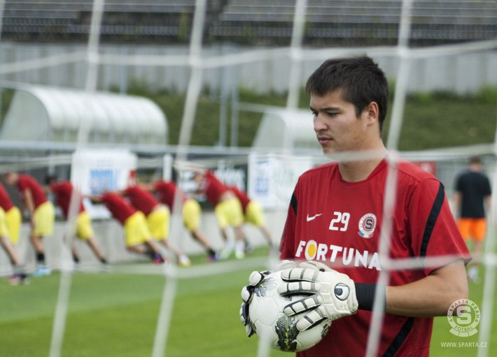 Thủ môn Việt kiều từng bắt cho CLB dự Champions League muốn đầu quân về ĐT Việt Nam - Ảnh 1.