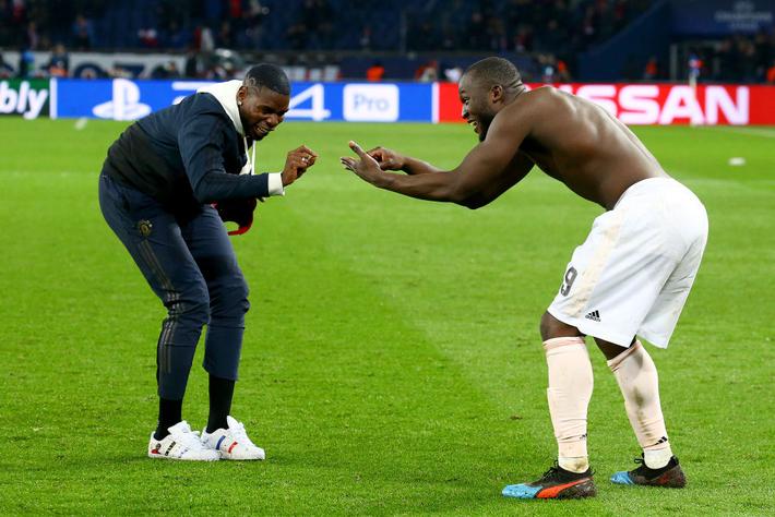 Xúc động hình ảnh cha già Alex Ferguson mỉm cười mãn nguyện, nhìn đàn con MU làm nên kỳ tích trước PSG - Ảnh 7.