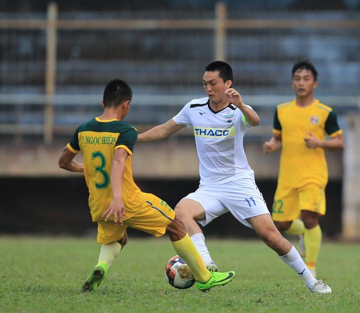 Hài hước: cựu tuyển thủ U23 Việt Nam gây cười với màn bơi lội cùng ô cực đáng yêu - Ảnh 6.