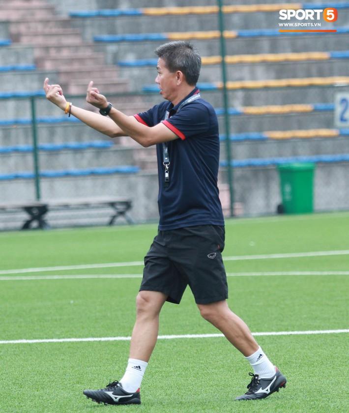 U18 Việt Nam hối hả tập luyện chuẩn bị cho giải Tứ hùng ở Trung Quốc - Ảnh 2.