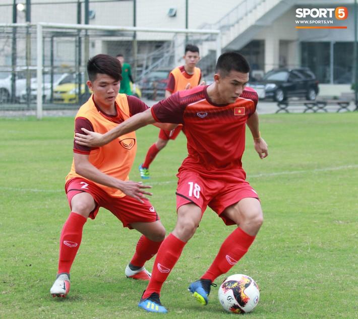 U18 Việt Nam hối hả tập luyện chuẩn bị cho giải Tứ hùng ở Trung Quốc - Ảnh 9.