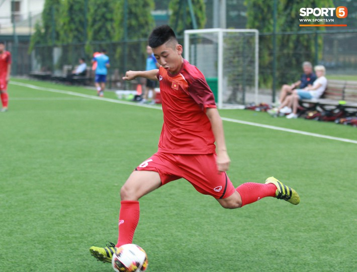U18 Việt Nam hối hả tập luyện chuẩn bị cho giải Tứ hùng ở Trung Quốc - Ảnh 11.