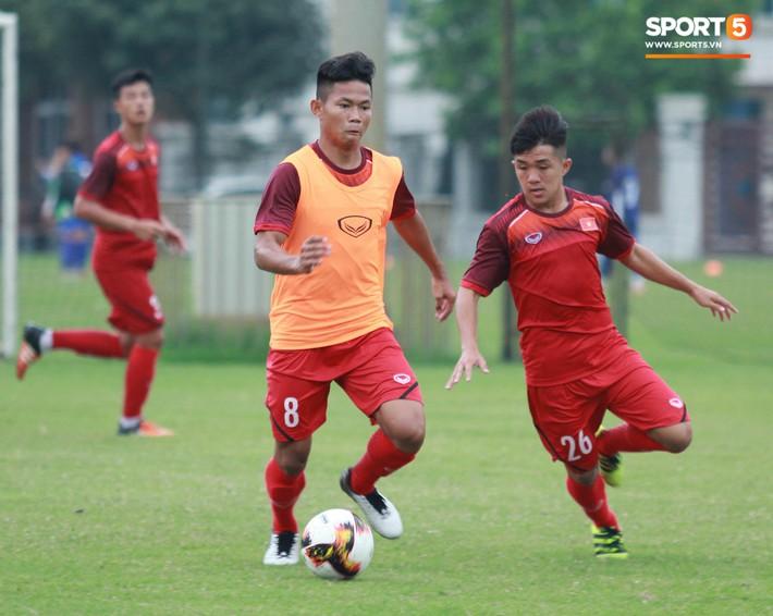 U18 Việt Nam hối hả tập luyện chuẩn bị cho giải Tứ hùng ở Trung Quốc - Ảnh 12.