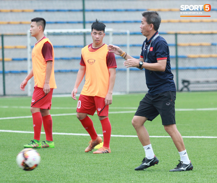 U18 Việt Nam hối hả tập luyện chuẩn bị cho giải Tứ hùng ở Trung Quốc - Ảnh 13.