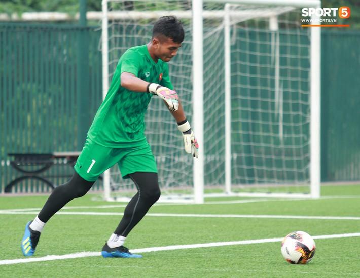 U18 Việt Nam hối hả tập luyện chuẩn bị cho giải Tứ hùng ở Trung Quốc - Ảnh 4.