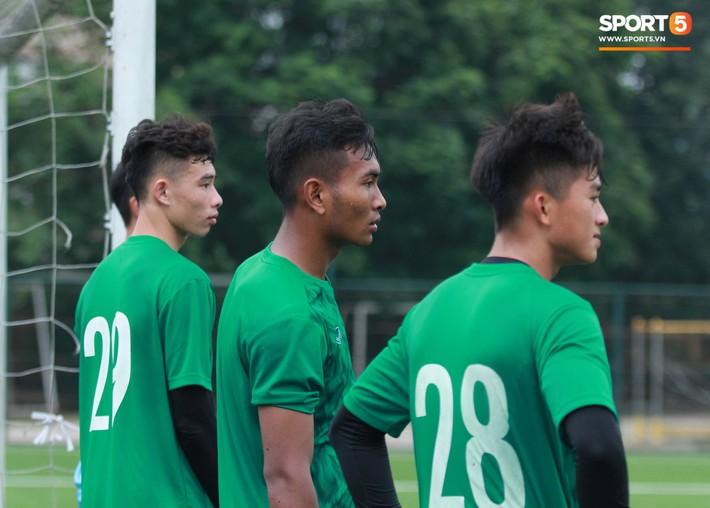 U18 Việt Nam hối hả tập luyện chuẩn bị cho giải Tứ hùng ở Trung Quốc - Ảnh 5.