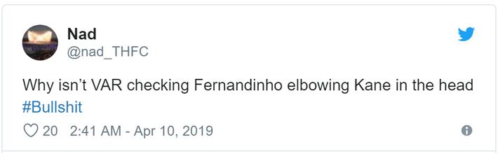 Đánh nguội đối thủ bằng đòn nguy hiểm đến mức bị cấm trong võ thuật, ngôi sao tuyển Brazil nhận cơn mưa gạch đá - Ảnh 7.