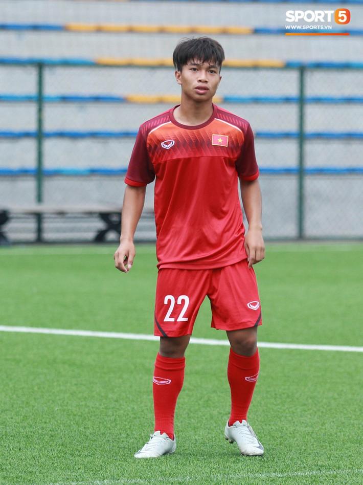 U18 Việt Nam hối hả tập luyện chuẩn bị cho giải Tứ hùng ở Trung Quốc - Ảnh 7.