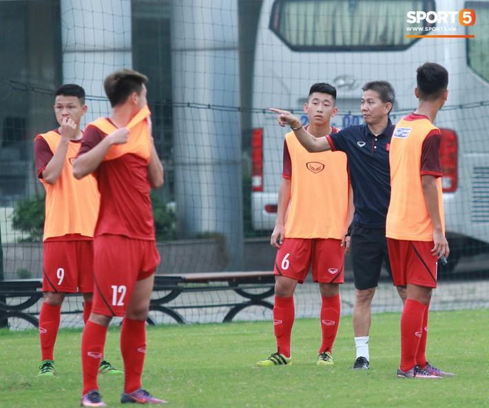 U18 Việt Nam hối hả tập luyện chuẩn bị cho giải Tứ hùng ở Trung Quốc - Ảnh 10.