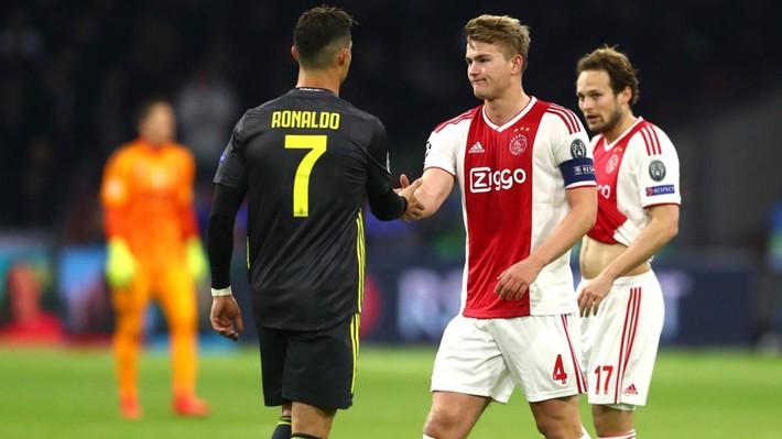 Van Gaal bất ngờ giúp sức cho kình địch của Man United trong thương vụ quan trọng - Ảnh 1.