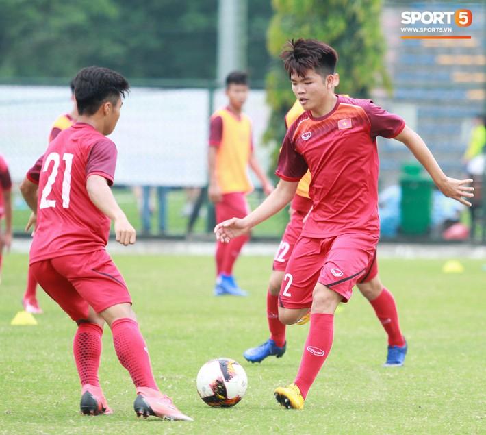 U18 Việt Nam thích thú với bài tập lạ của HLV Hoàng Anh Tuấn - Ảnh 1.