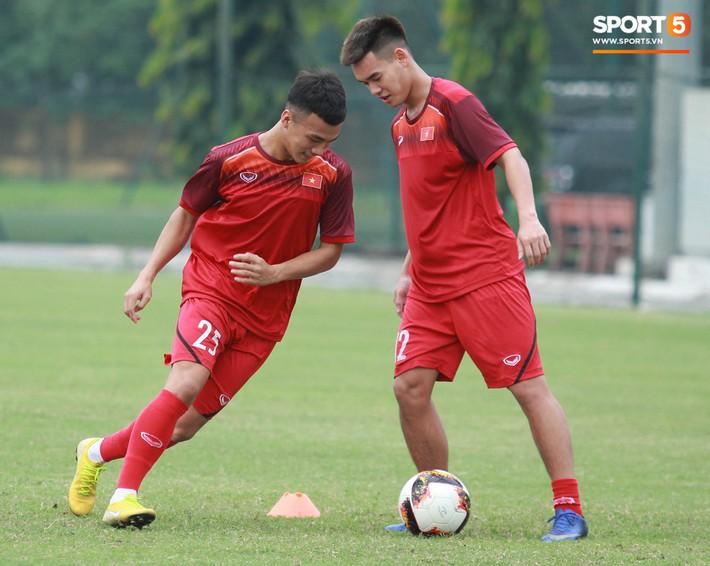 U18 Việt Nam thích thú với bài tập lạ của HLV Hoàng Anh Tuấn - Ảnh 2.