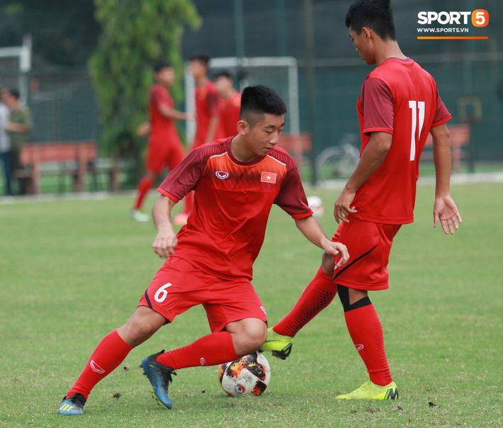 U18 Việt Nam thích thú với bài tập lạ của HLV Hoàng Anh Tuấn - Ảnh 3.